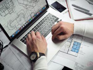 Bauzeichnung am Laptop