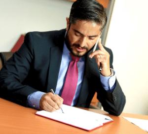 Verschiedene Rechtsanwälte und Kanzleien sind tätig im Wirtschaftsstrafrecht und Umweltstrafrecht